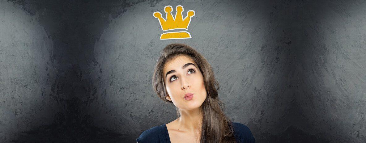 Junge Dame mit Krone